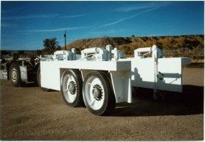 fifth wheel shield hauler showing the lifting apparatus