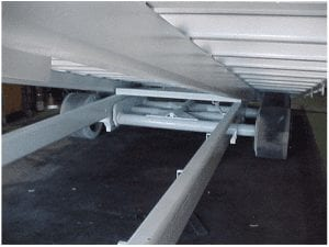 Undercarriage of roof can trailer with raised deck